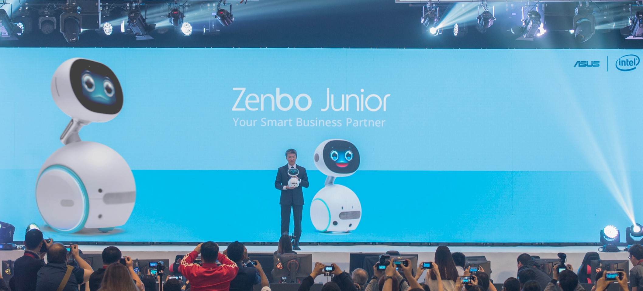 What can Asus Zenbo Junior robot do?